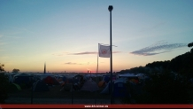 Blick über den bereits Donnerstag abend sehr gut gefüllten Campingplatz