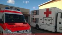 Unser RTW und der LKW des Blutspendedienstes vor der Aegidiushalle